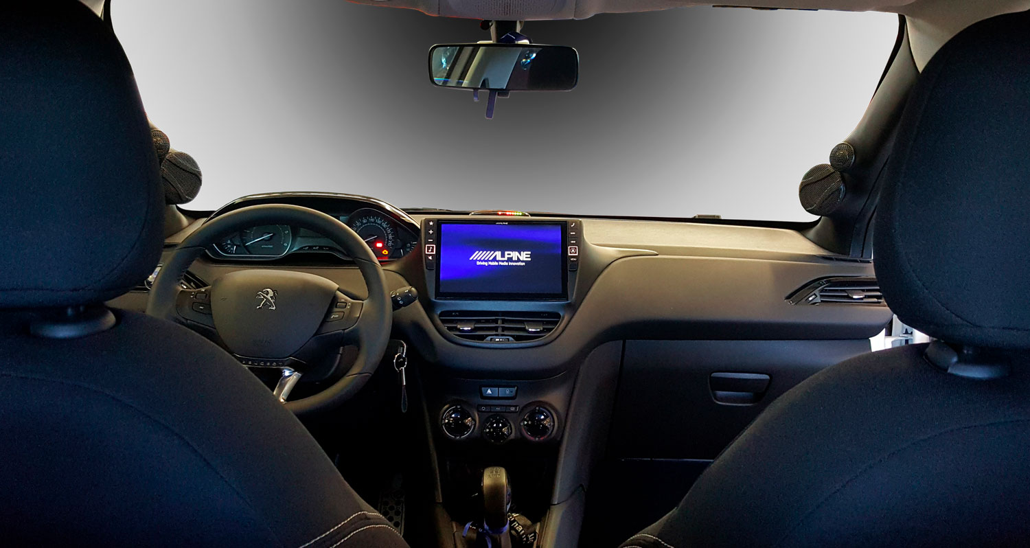 peugeot 208 interni con sistema audio 9