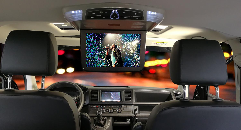 volkswagen T6 interni con cruscotto e monitor a tetto